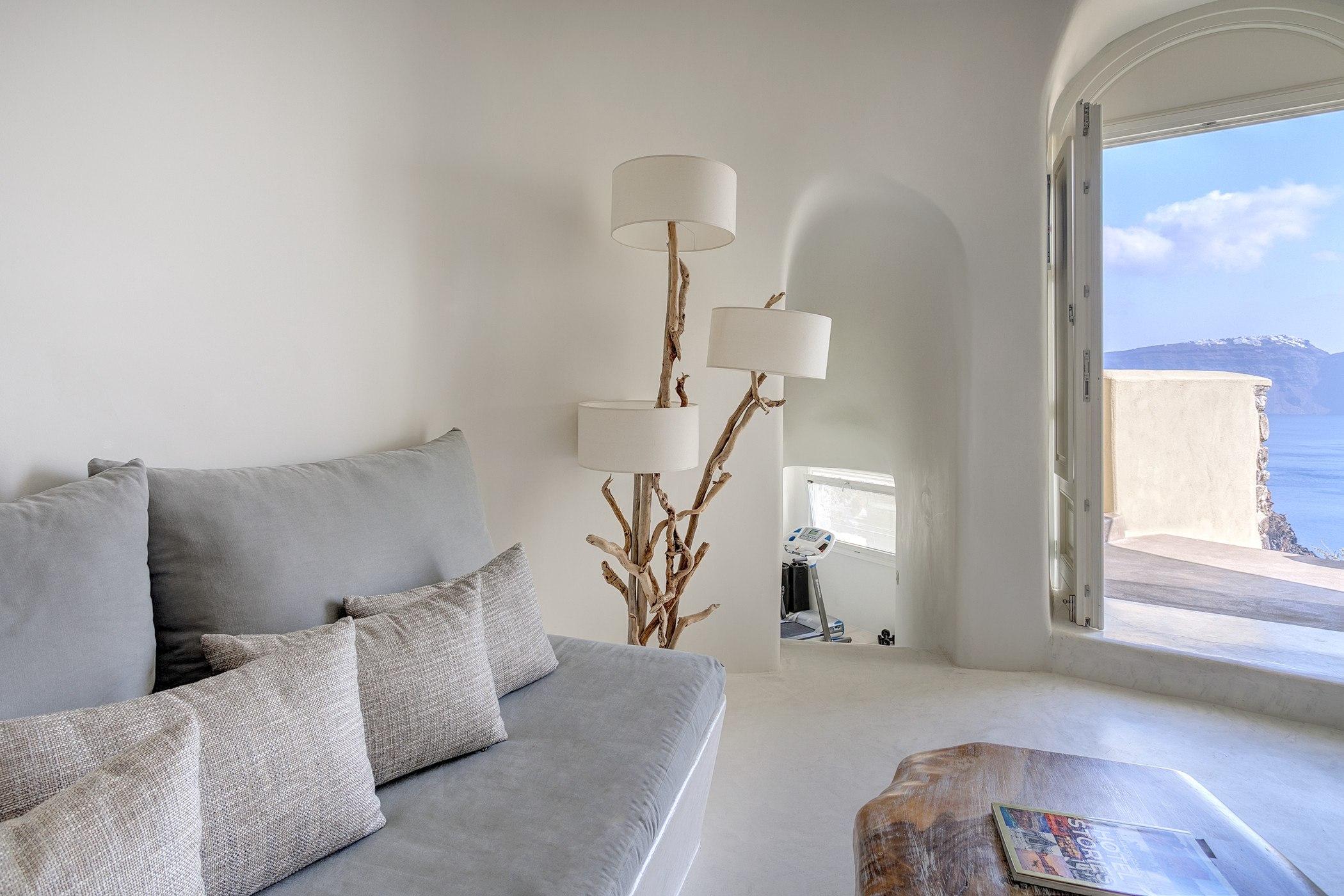 Mystique a luxury collection hotel santorini for Great hotels of the world luxury collection