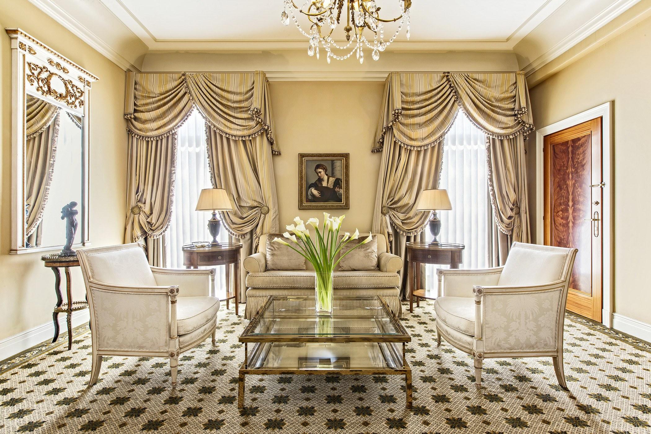 executive-grand-suite-living-room-athens