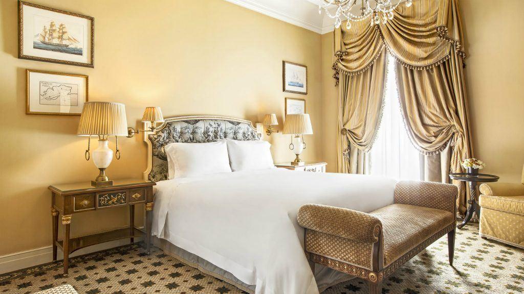 executive-grand-suite-bedroom-at-hotel-grande-bretagne-athens