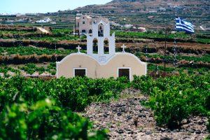 How to enjoy the wonderful wine of Santorini