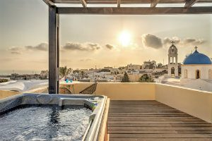 journey-greece-santorini-aegean-suite-jacuzzi-with-stunning-view