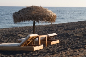 santorini-perivolos-beach-journey-to-greece