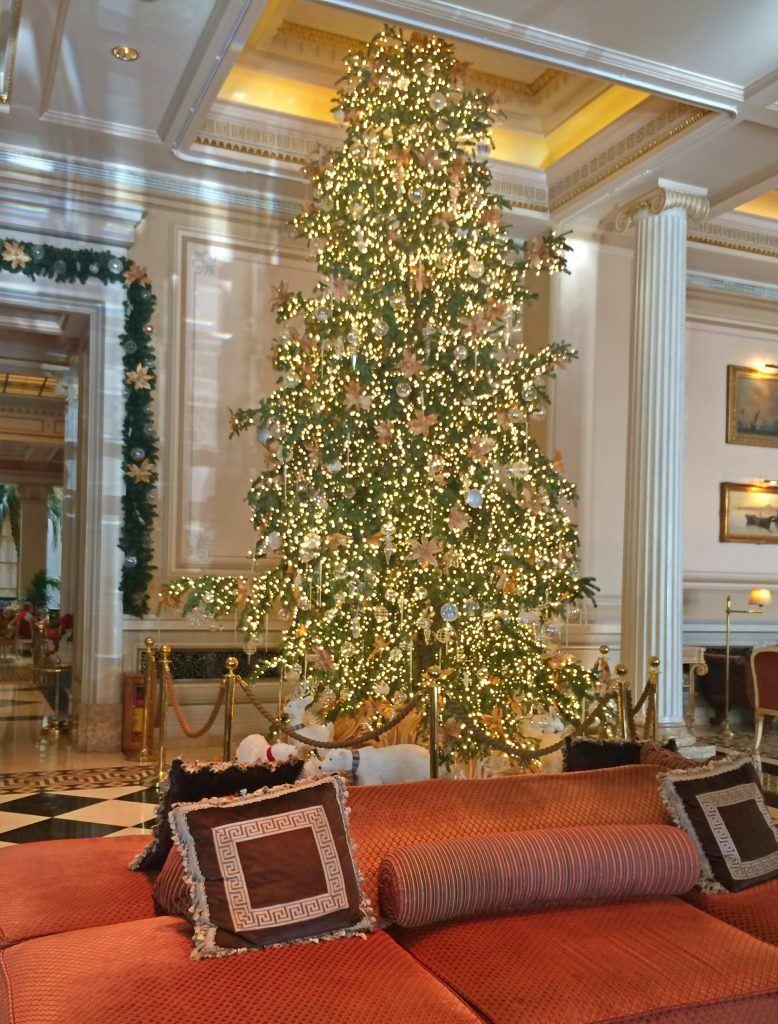christmas-tree-at-hotel-grande-bretagne-athens